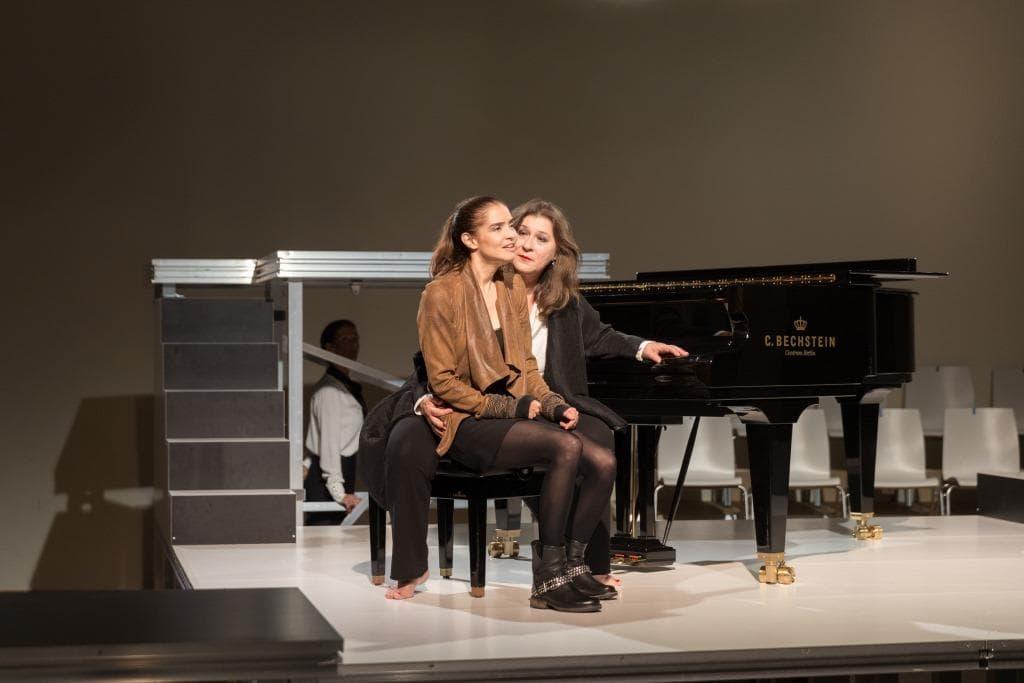 Liv Stein mit Eva Mattes